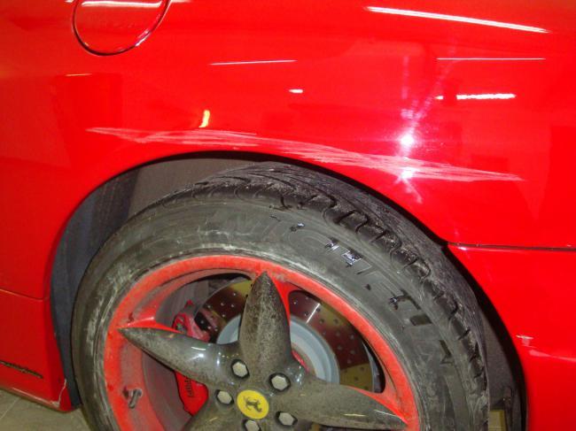 Общий вид повреждений на автомобиле Ferrari