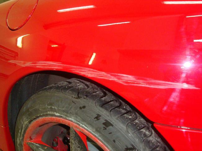 Ferrari - Затертость с вмятиной на заднем крыле