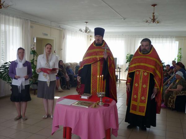 Пасхальный молебен в доме милосердия