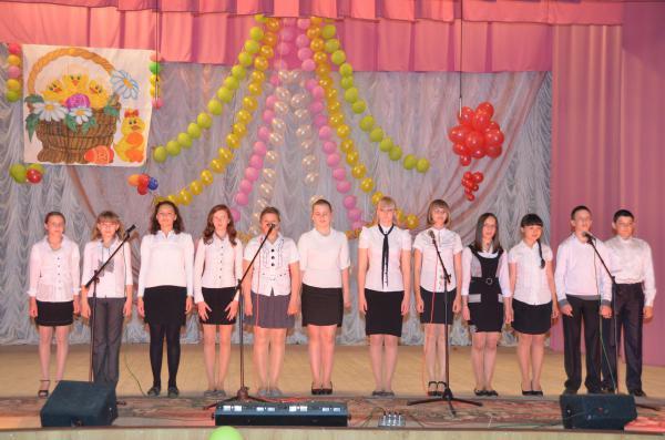 Поет хор музыкальной школы