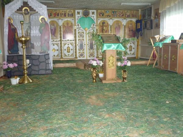 Наш храм в Кваркено на праздник Троицы в 2012 г.