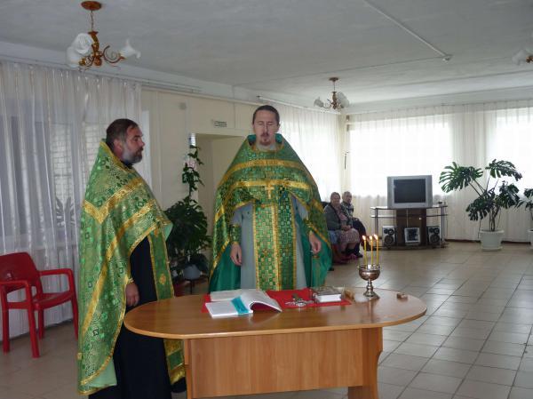 Во время служения молебна